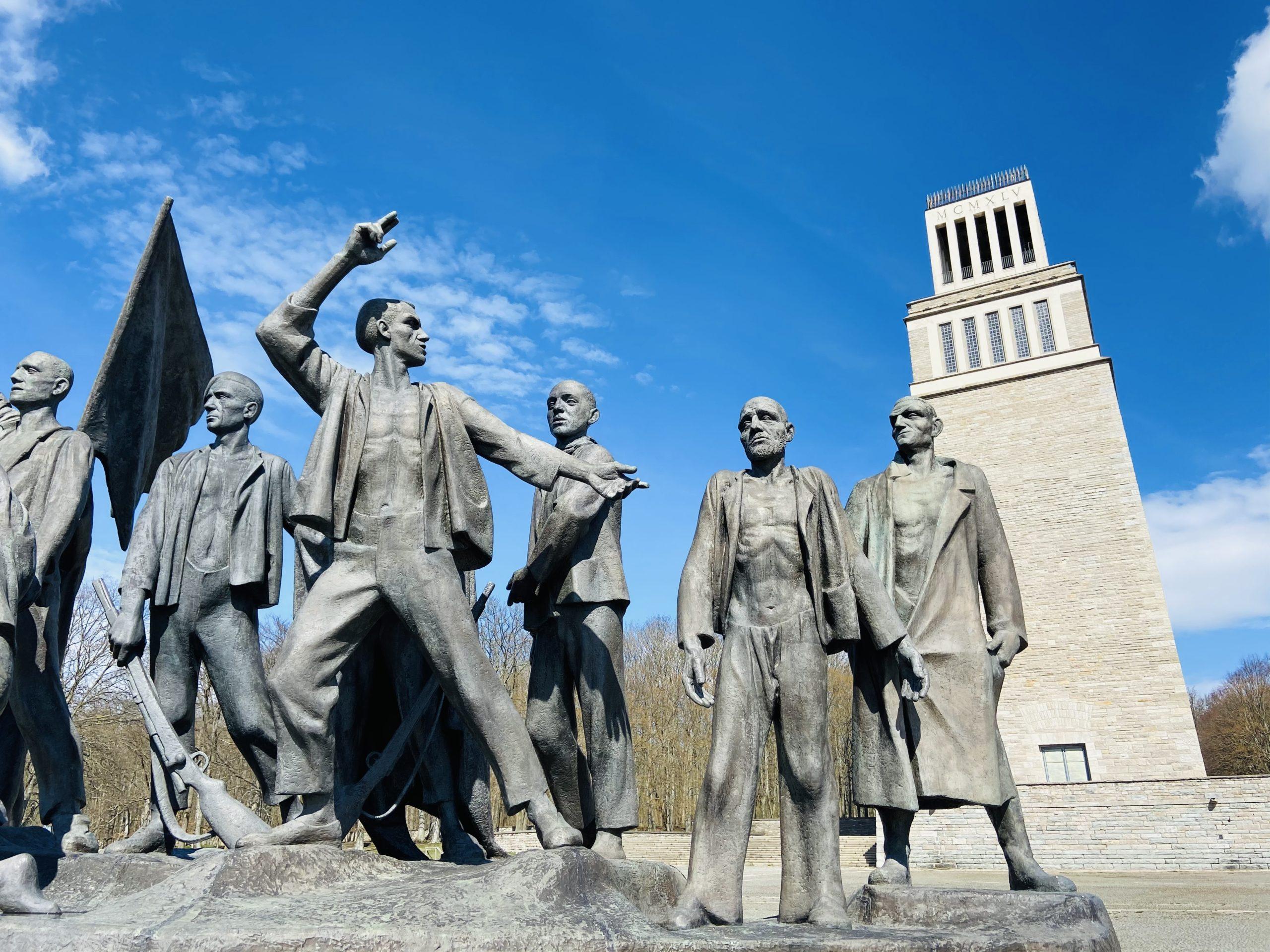 """Äußere Figuren-Gruppe """"Der Schwörende, der Rufende, der Zweifler und der Zyniker"""" des Buchenwald-Denkmal von Fritz Cremer"""